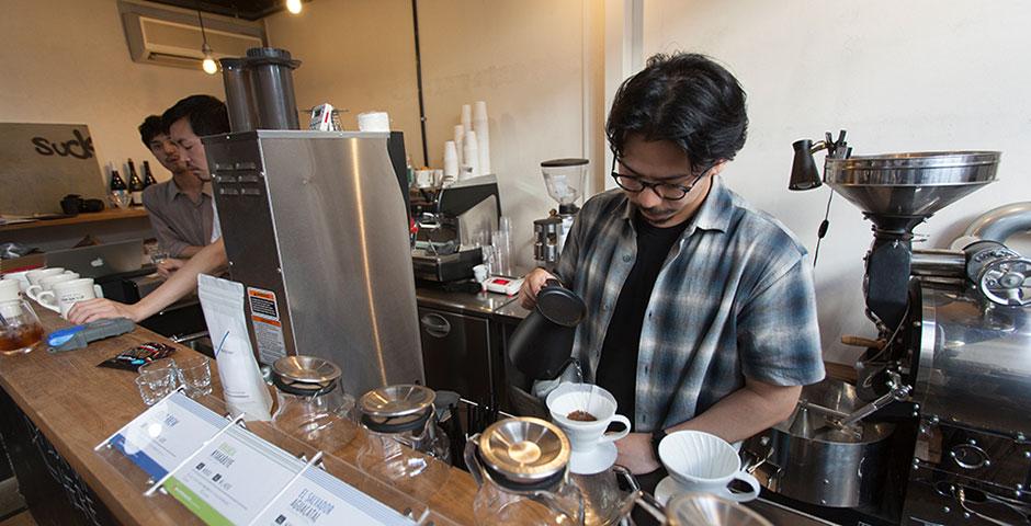 「熊本に新しいコーヒー文化を根付かせたい」と、東京から移住した山根さん