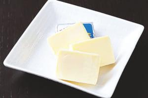 細かくブロック状に切ったクリームチーズ、またはプロセスチーズ(パルメザンチーズでもOK)を入れてうま味UP!