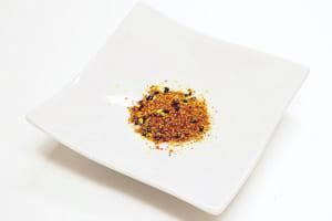 七味唐辛子やブラックペッパー、豆板醤などの調味料をお好みでプラス。味のアクセントになります。