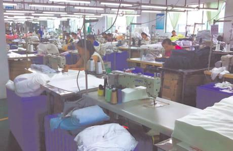 同社の横向き寝専用まくら「YOKONE2」を製造している工場