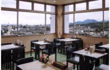 画像:眺望抜群のレストランで豪華御膳を堪能
