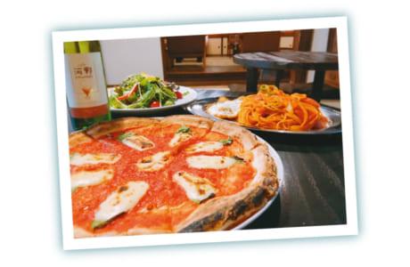 500℃以上の石窯で焼き上げるピザが人気です