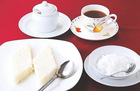 ミルクライスに砂糖をかけて食べるそう