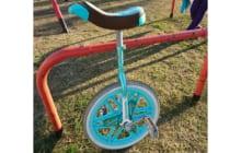 画像:一輪車は難しい…