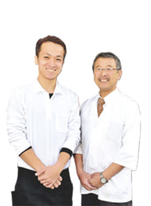 大将 島森功三さん(右)、料理人 柴田佑太さん