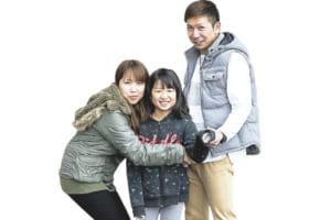 左かられい子さん、次女の姫希(ひめの)さん、卓哉さん