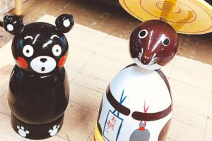 右は「彦一こま(大)」1300円。左は「くまモン」バージョン1500円