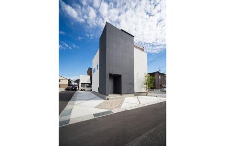 都会的なデザインが目を引く、キューブ型の住宅。屋上ラグジュアリー付きの同社イチオシの住まいです