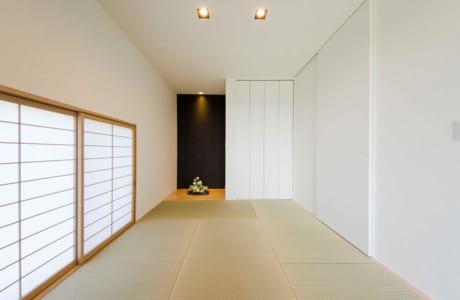落ち着いた雰囲気の和室。ウッドデッキにもつながっています