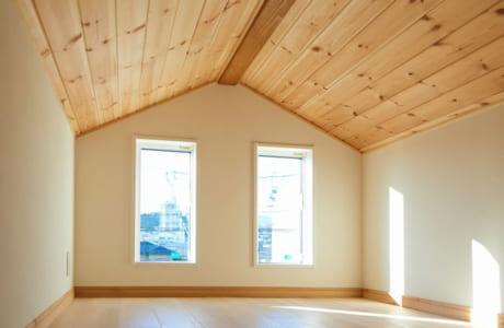 居住スペースだけでなく、小屋裏収納も木の香りと温もりがあふれています