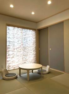 玄関近くに落ち着いた雰囲気の和室を構え、急な来客にも対応