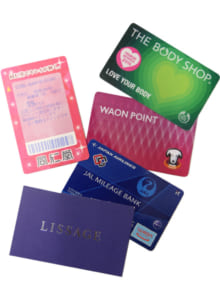 山崎さんが使うポイントカードの数々