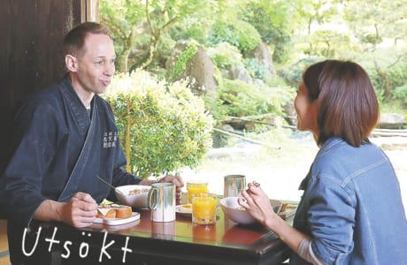 工房で彼女と一緒に朝ごはんを食べる古賀さん