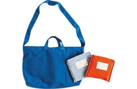 撥水(はっすい)・防汚機能が高く、手提げや斜め掛けとして使えるレインエコバッグ
