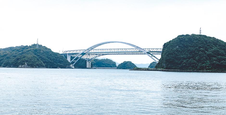写真:三角西港から望む天城橋(手前)と天門橋(奥)
