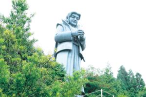 「藍のあまくさ村」の天草四郎像
