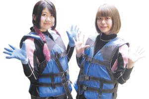 夢の国のくまくま隊 (右から)みかんちゃん(19)いちごちゃん(19)