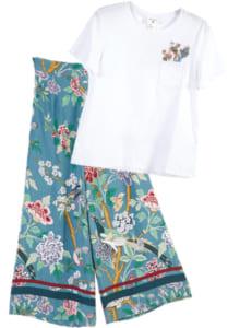 ワイドパンツ(左) 5999円 Tシャツ(右) 1299円