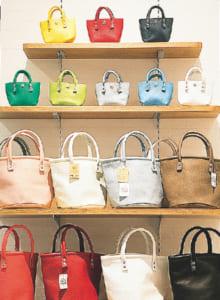 本革のバッグや雑貨を扱う「クリームカンパニー」のシリーズは648円~