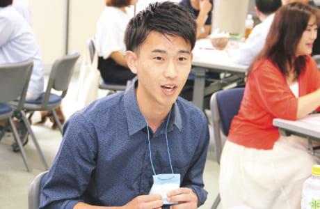参加した大学生たちのフレッシュな意見は、どのテーブルでも注目の的!