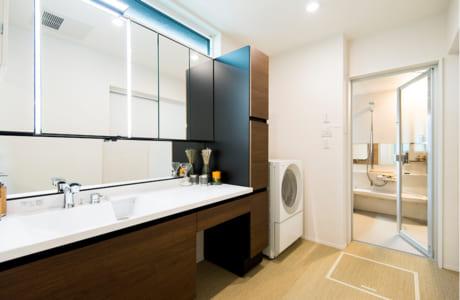 浴室や洗面所から家事室までつながった水回り。家事動線が考えられています