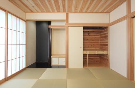 和室。押入れは3枚引き戸を採用
