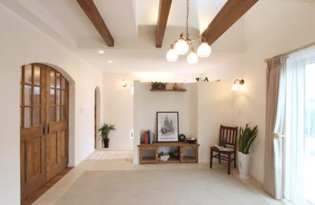 職人が手作業で仕上げる漆喰の壁がすてきな空間を演出(写真はイメージ)