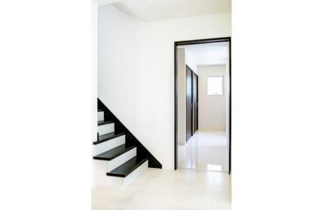 LDKにはリビング階段を採用。採光や風通りを考えらえた間取りも必見です