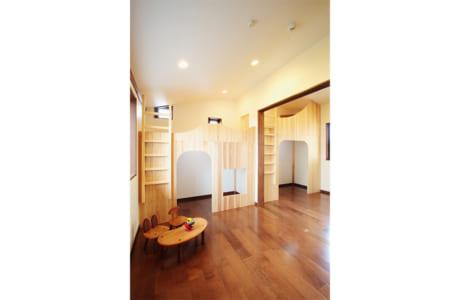 (施工例)ロフト付きの子ども部屋。それぞれのスペースは個室感覚で使えます