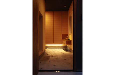(施工例)間接照明で和の雰囲気を出した玄関