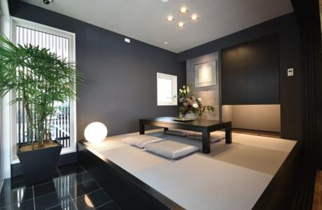 小上がりになった1階の和室。ベンチ代わりに気軽に腰掛けられるよう考慮されています