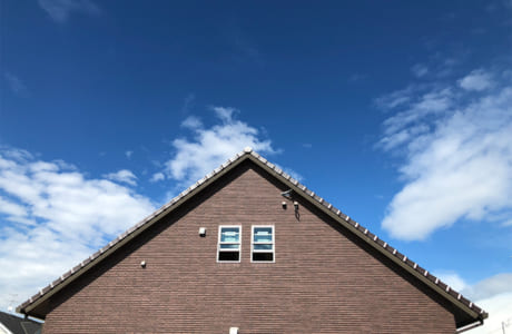 熊本市東区山ノ神にある同社モデルハウスの大屋根部分