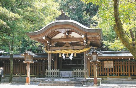 菊池神社境内の東側に位置する摂社・城山神社