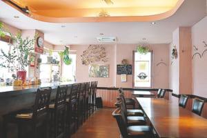 カフェのようなかわいらしい店内。女性一人でも気軽に立ち寄れます