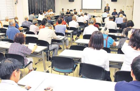 7月31日に行われた「とみあい総合型クラブ(仮)」の地域説明会には、会場いっぱいの参加者が訪れました