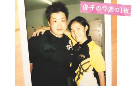 1998年のバンコクアジア大会での一コマ。女子1万mで金メダルを獲得しました。隣は?(笑)