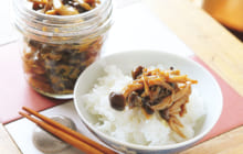 画像:おうちでCOOK – キノコのプリプリ食感とカレーの風味が食欲をそそる きのこのつくだ煮カレー味