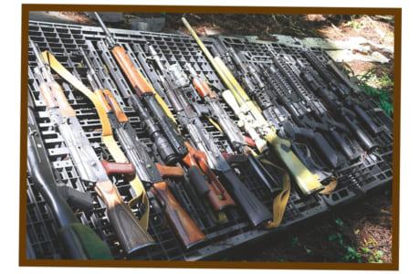 それぞれにこだわりのカスタム(改造)を施した愛用のライフルを並べてもらいました