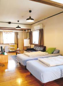 ベッドルームの奥には和室が。布団を敷けば5人まで泊まれます