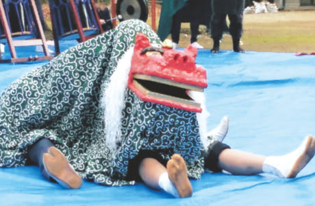 昨年、60年ぶりに復活した「宮地獅子舞」。踊りの振り付けやお囃子(はやし)づくりを「城南火の君太鼓」が担当