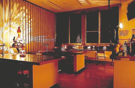 元理科室は、夜の社交場としてバーを営業中(要事前予約)