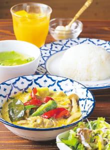 ランチセットのグリーンカレー900円(サラダ・スープ・デザート・ドリンク付き)