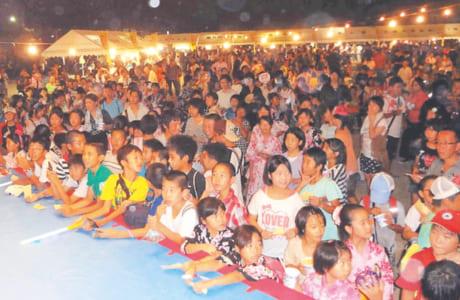 8月の校区夏祭りは、すべての出店が青少協など、地域の各種団体の手作りで行われます(写真提供/川上校区青少協)