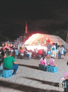 毎年8月開催の夏祭りでは、バザー出店のほか校区に伝わる「すいか音頭」の指導も(写真提供/植木まちづくりセンター)