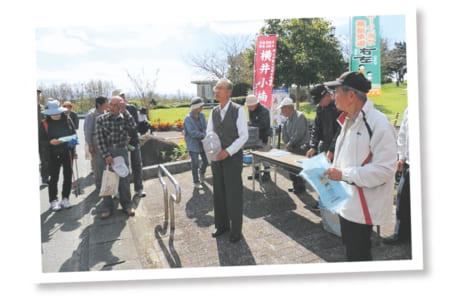 昨年10月、市文化振興課主催で行われた「歴史ウォークin沼山津」には、約60人が参加し、横井小楠の足跡をたどりました(写真提供/秋津まちづくりセンター)