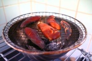 約2時間で、鶏のささ身の燻製が完成。いい感じに燻されています