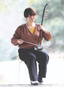 「二胡のことになると話が尽きません」と中川さん。難度の高い中国曲を弾きこなせるようになるのが目標