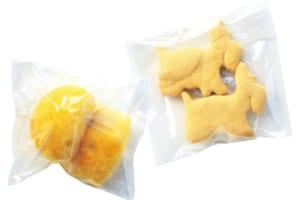 特製の犬用パン&クッキーは販売もしています(各110円)