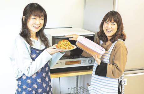 アイデアレシピを紹介してくれた読者スタッフの石井友美さん(左)と船本里美さん