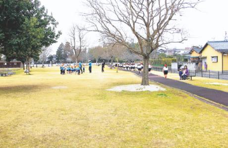 面積約1万平方メートルの秋津三丁目公園。平日は近くの保育園の園児や小学校の児童らが利用することも